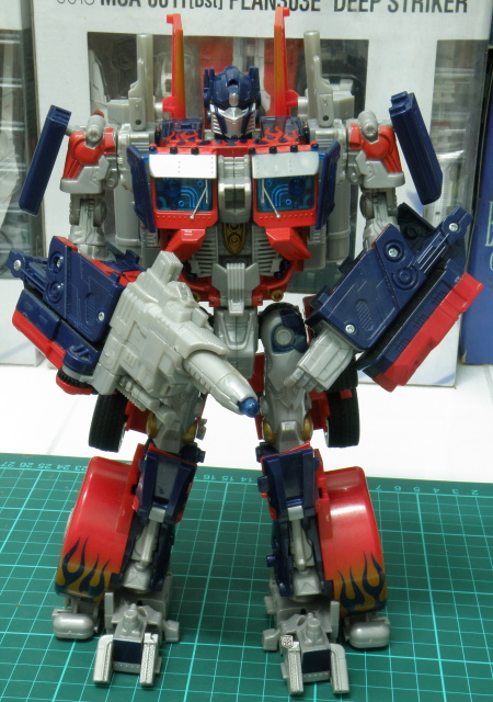 Optimus Prime front view, at ease.