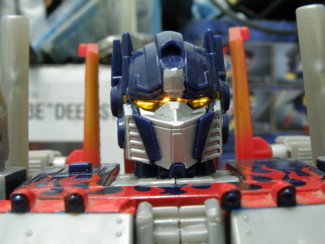 Optimus Prime head with eyes lights up