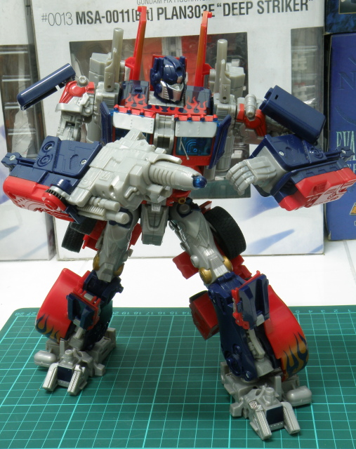 Optimus Prime battle pose.