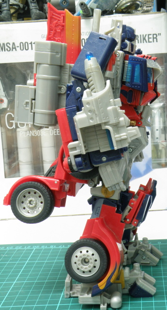 optimus Prime robot leg wheel up.