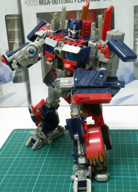 Optimus Prime robot pose aiming gun.