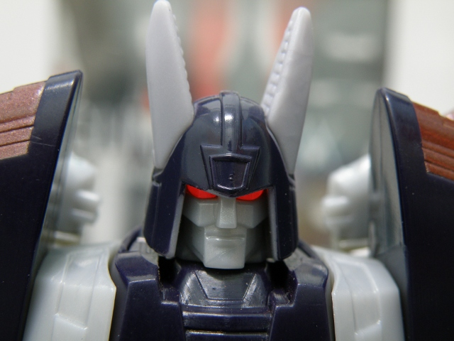 Cyclonus robot mode head details.