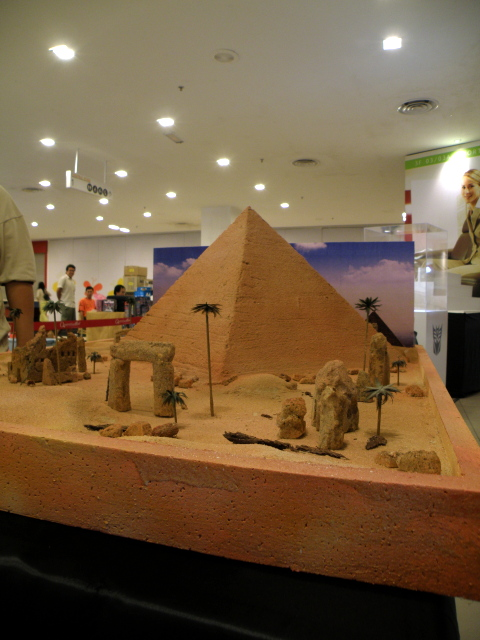 Original pyramid diorama without figures.