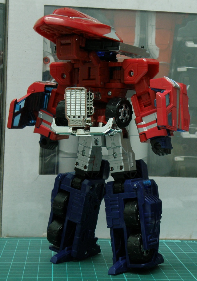 Henkei Convoy Back Gun Armed back view.