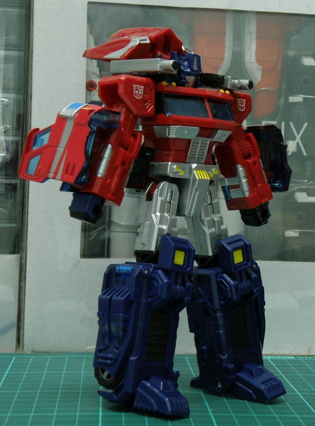 Henkei Convoy Back Gun Armed front view.