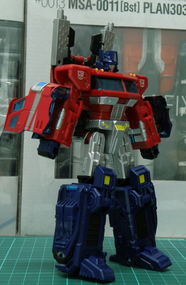 Henkei Convoy Robo backpack gun front view.