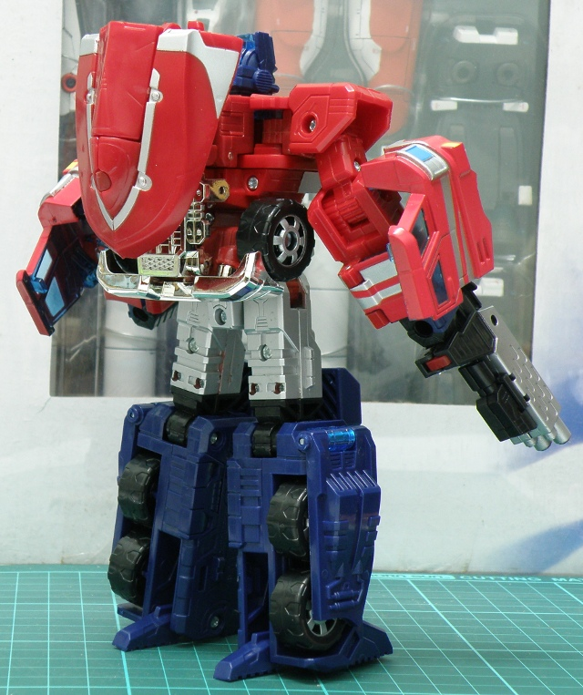 Henkei Convoy Robo primary blaster with backpack back view.