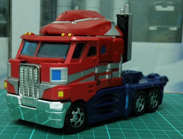 Henkei Convoy Truck front.
