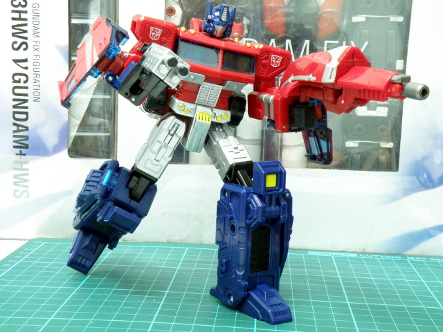 Henkei Convoy simple pose.