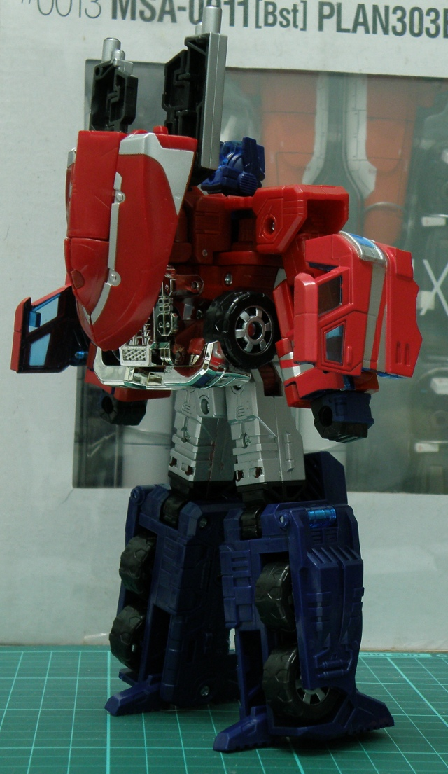 Henkei Convoy robo backgun back view.