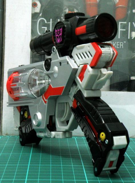 Henkei Megatron gun view 1.