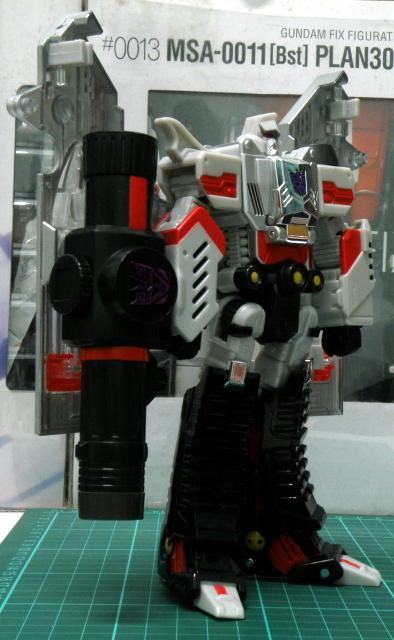 Henkei Megatron robot mode overall view.