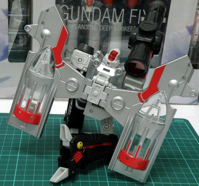 Henkei Megatron Robot Pose 5.