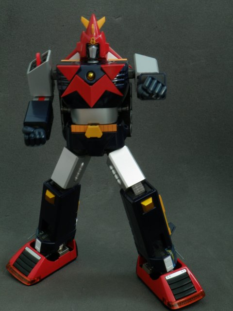 Voltes V forward punch front view.