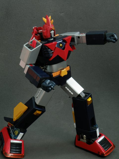 Voltes V forward punch pose.