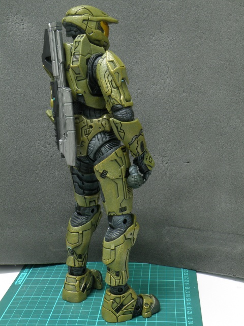 MasterChief armed back view.