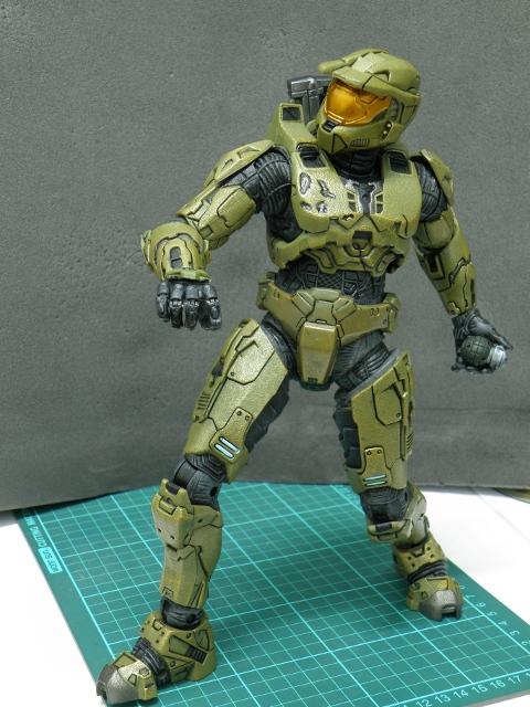 MasterChief lobbing grenade 1.