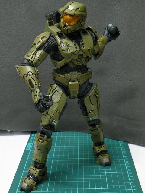 MasterChief lobbing grenade 2.