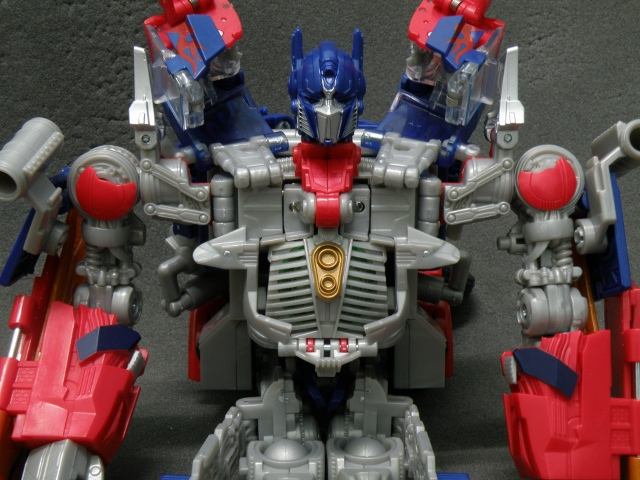 Optimus Prime Body Transformation step 14.