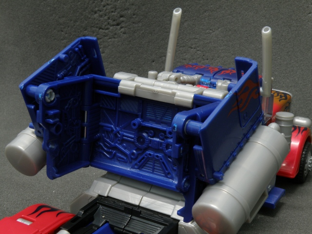 Optimus Prime Body Transformation step 7.