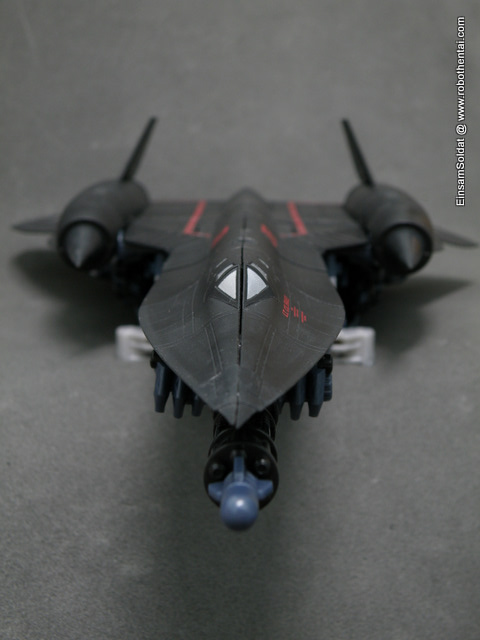 Even in the SR-71 mode, JetFire blue claws are clearly visible from the front.