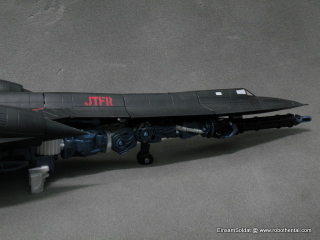 JetFire robot parts is clearly visible below the SR-71 shell.