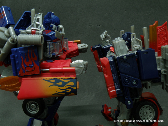Optimus Prime Robot Compare Arms Articulations.