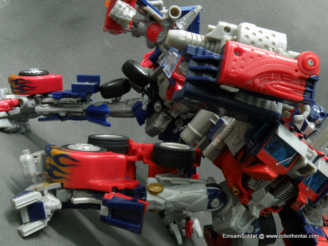 Optimus Prime Robot Compare Legs Articulations.