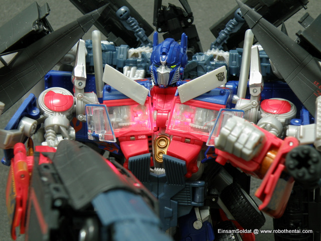 By moving Optimus Prime head to the back, the chest and eyes will light up simulating effect of mech alive.